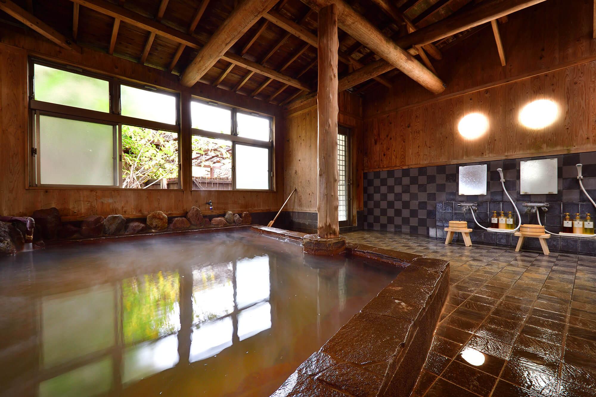 露天風呂付き大浴場の内湯
